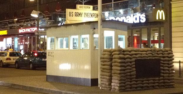 Checkpoint Charlie Berlino