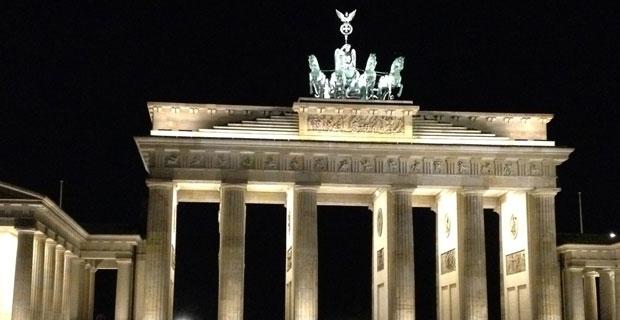 Porta di Brandeburgo di sera