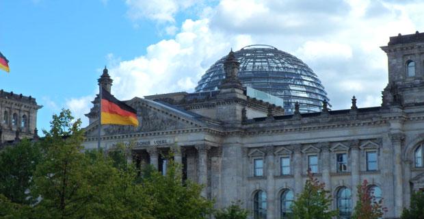 Reichstag di berlino e la storica cupola sede del for Sede del parlamento