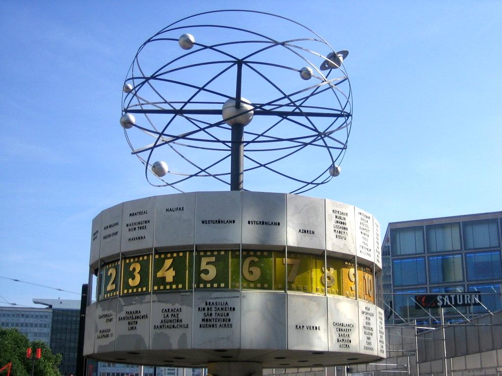 Orologio Urania ad Alexanderplatz